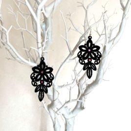 Boucles d'oreille florales noires