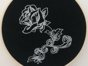 Rose blanche brodée