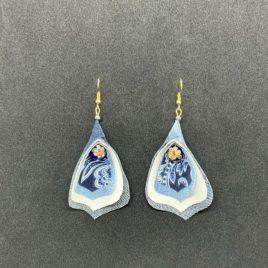 Boucle d'oreille fleur bleue