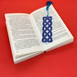 Marque page brodé bleu chiné
